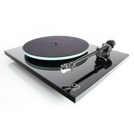 Rega P2 (Planar 2), Gramofon z wkładką Rega Carbon