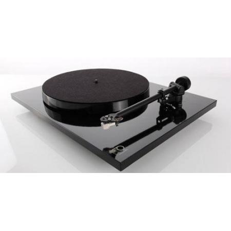Rega P1 (Planar 1), Gramofon z wkładką Rega Carbon